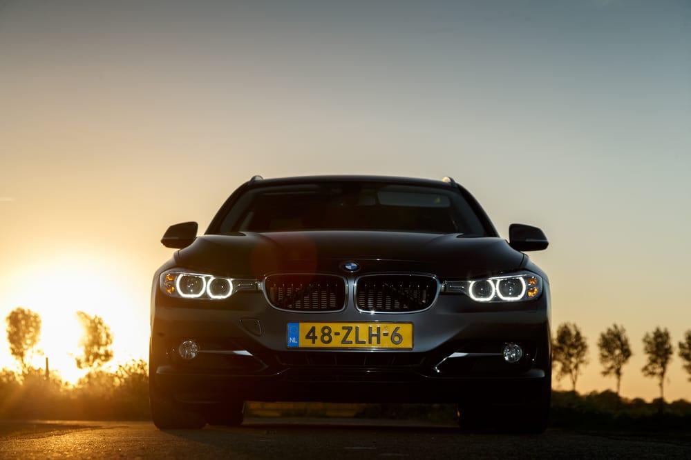 BMW 320 سيارة