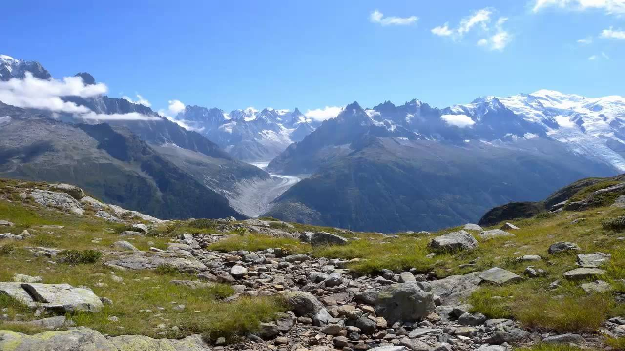 أين تقع جبال الألب