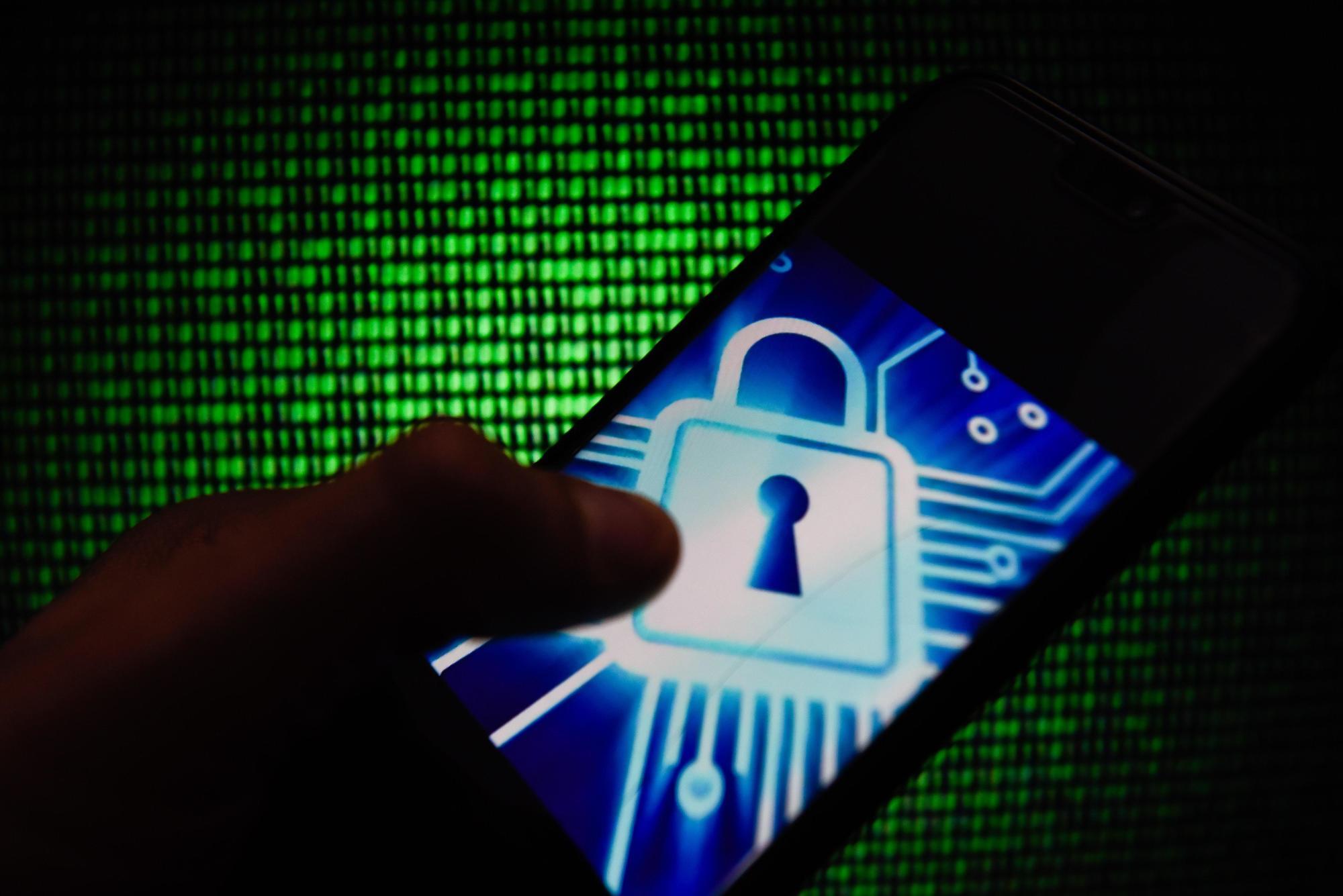 حماية الهاتف من التجسس اقرأ السوق المفتوح