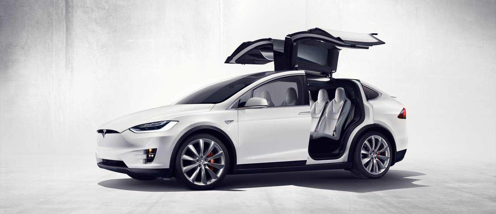 سيارة تيسلا X 2016