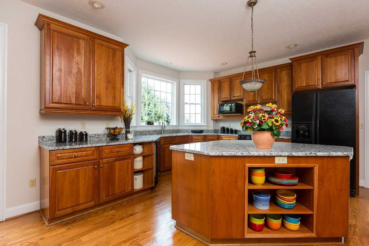 طريقة تنظيف المطبخ الخشب