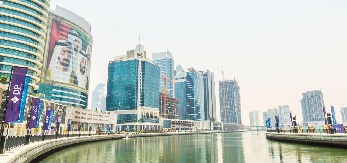 مجمع الأبراج الإدارية في منطقة الخليج التجاري