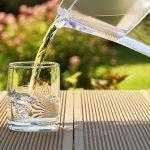 أضرار كثرة شرب الماء على الريق