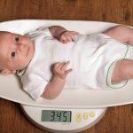 الزيادة الطبيعية لوزن الطفل حديث الولادة