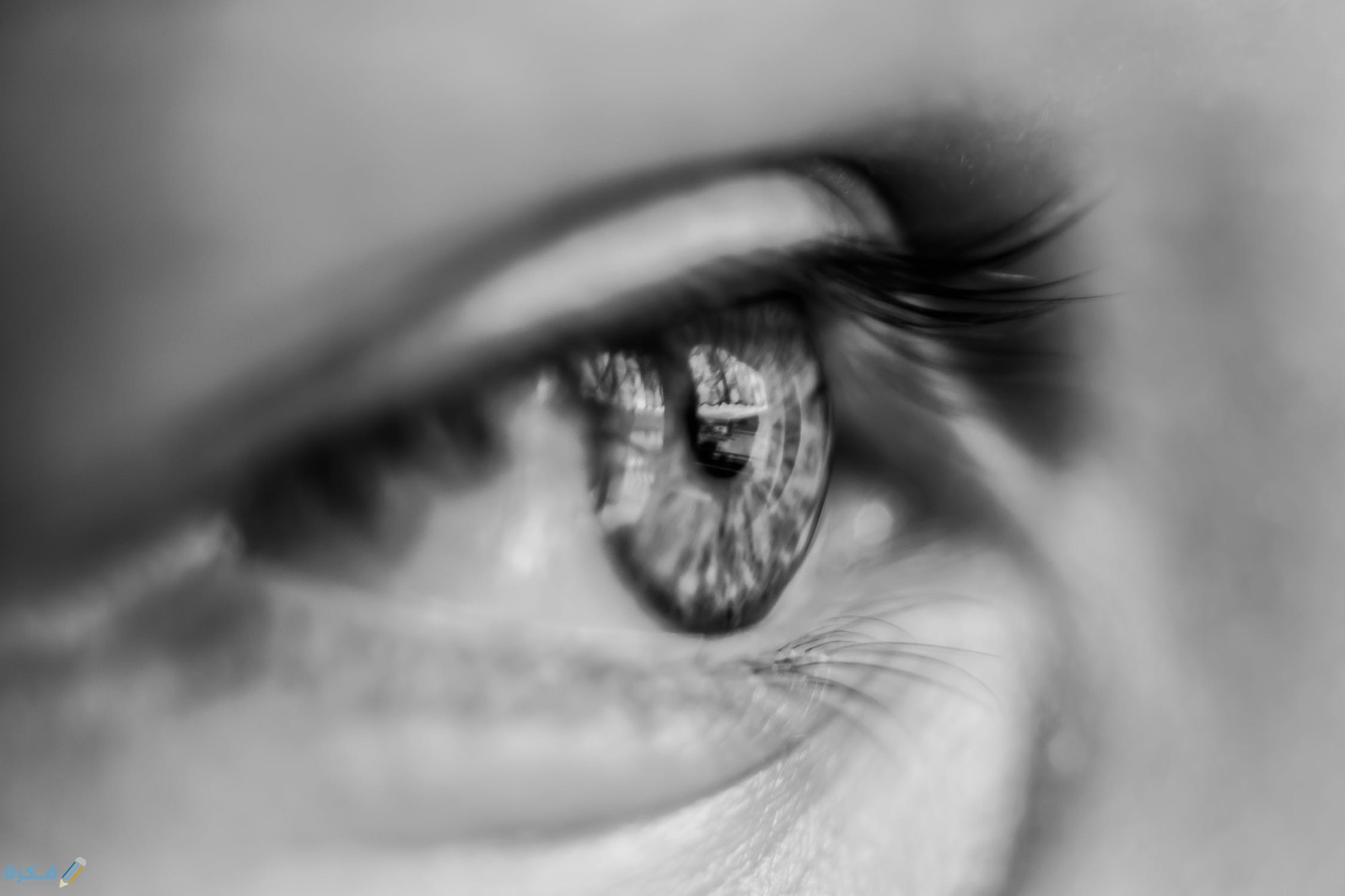 هل البكاء يؤثر على العين