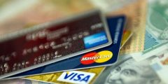 الفرق بين بطاقة الصراف والبطاقة الائتمانية Credit Cards